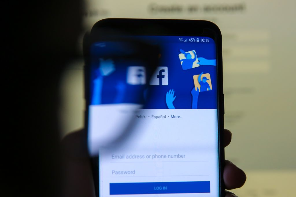 Facebook to rollout 'Protecting Your Information' News feed.