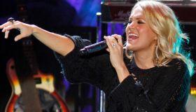 Carrie Underwood in concert at Mystic Lake casino in Prior Lake. ](MARLIN LEVISON/STARTRIBUNE(mlevison@startribune.com